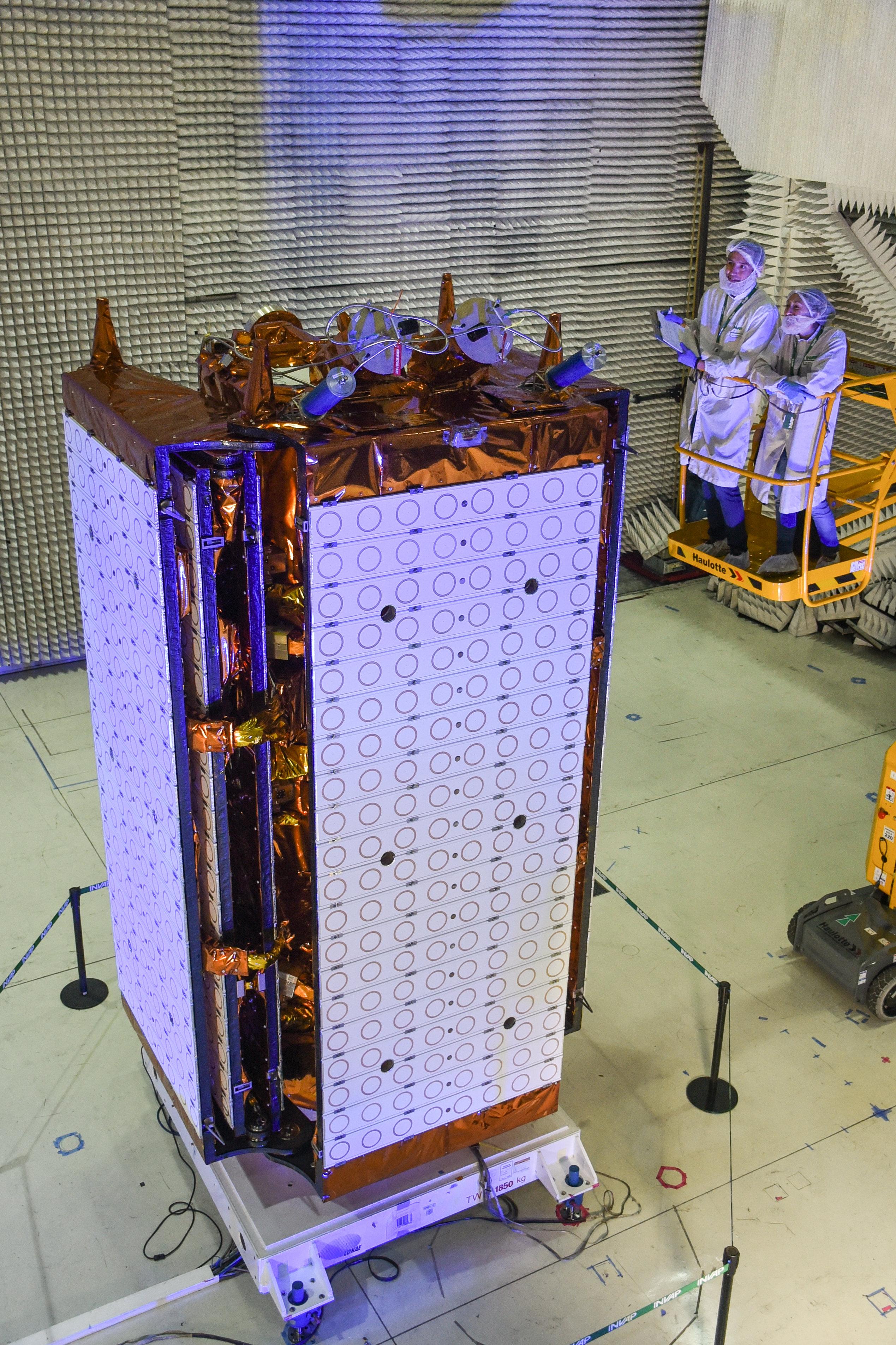 Złożony satelita SAOCOM 1B w ośrodku firm INVAP i CETSA w Bariloche w Argentynie (Źródło: CONAE)