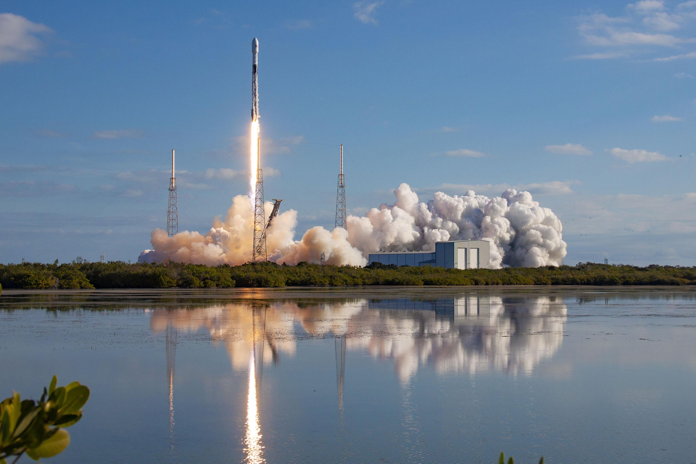 Start rakiety Falcon 9 z misją Starlink-4 (Źródło: SpaceX)