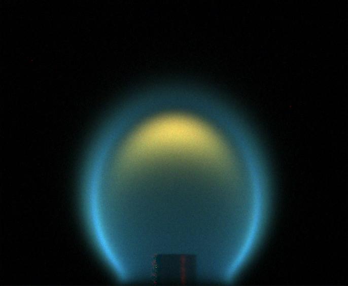 Płomień w warunkach mikrograwitacji (Źródło: NASA)