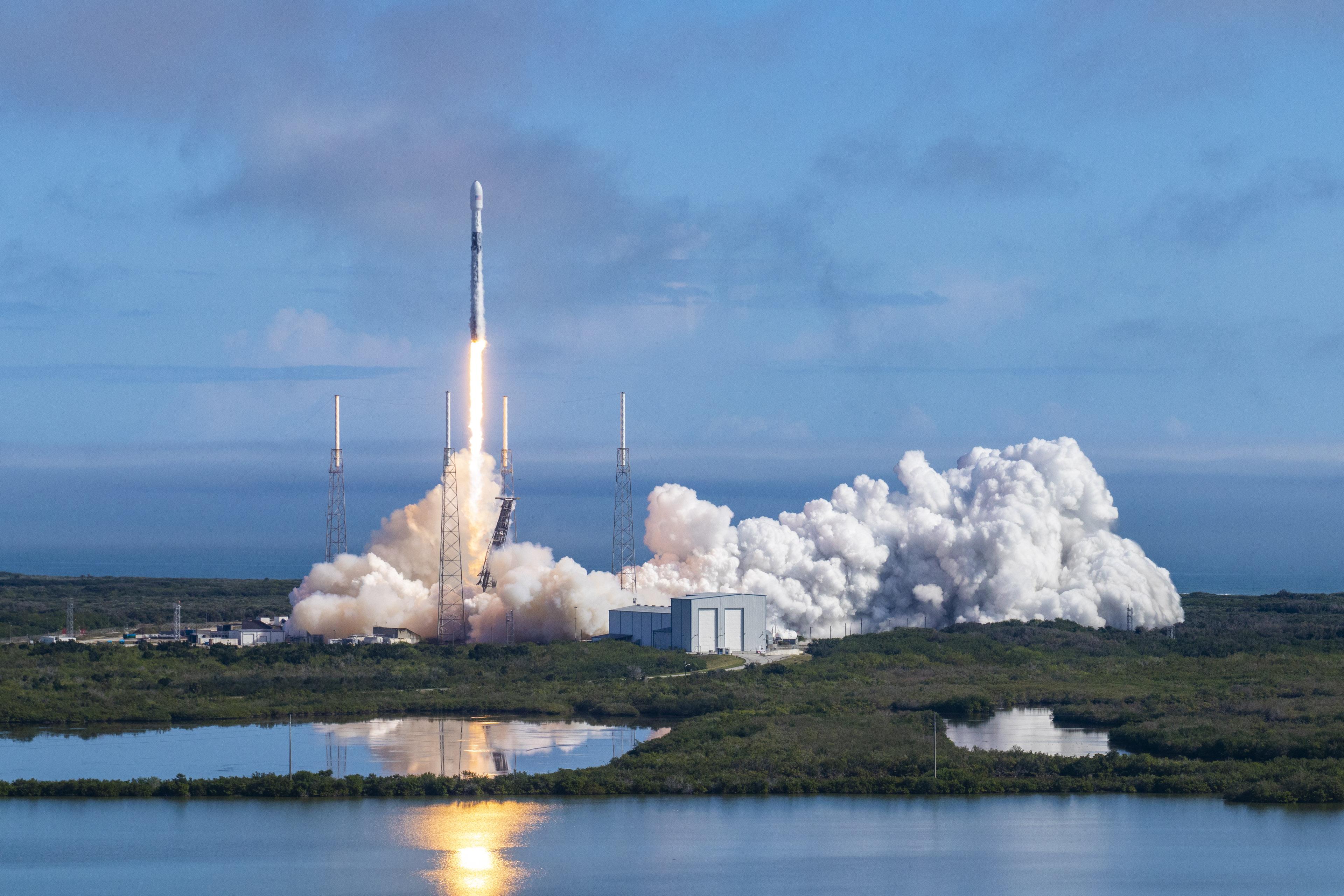 Start rakiety Falcon 9 z misją Starlink-5 (Źródło: SpaceX)
