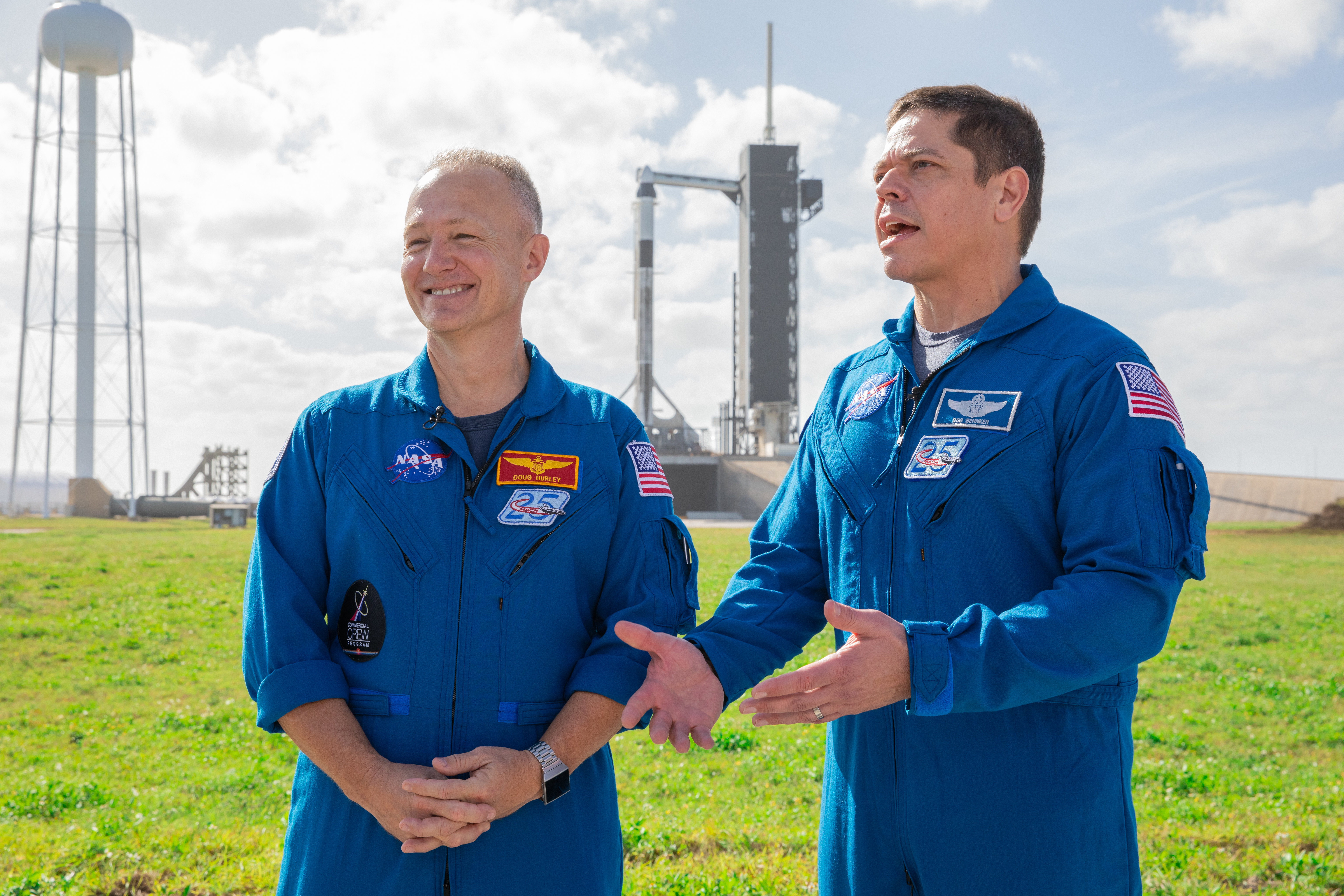 Doug Hurley i Bob Behnken, astronauci, którzy mają wziąć udział w pierwszej misji załogowej SpaceX (Źródło: NASA/Kim Shiflett)
