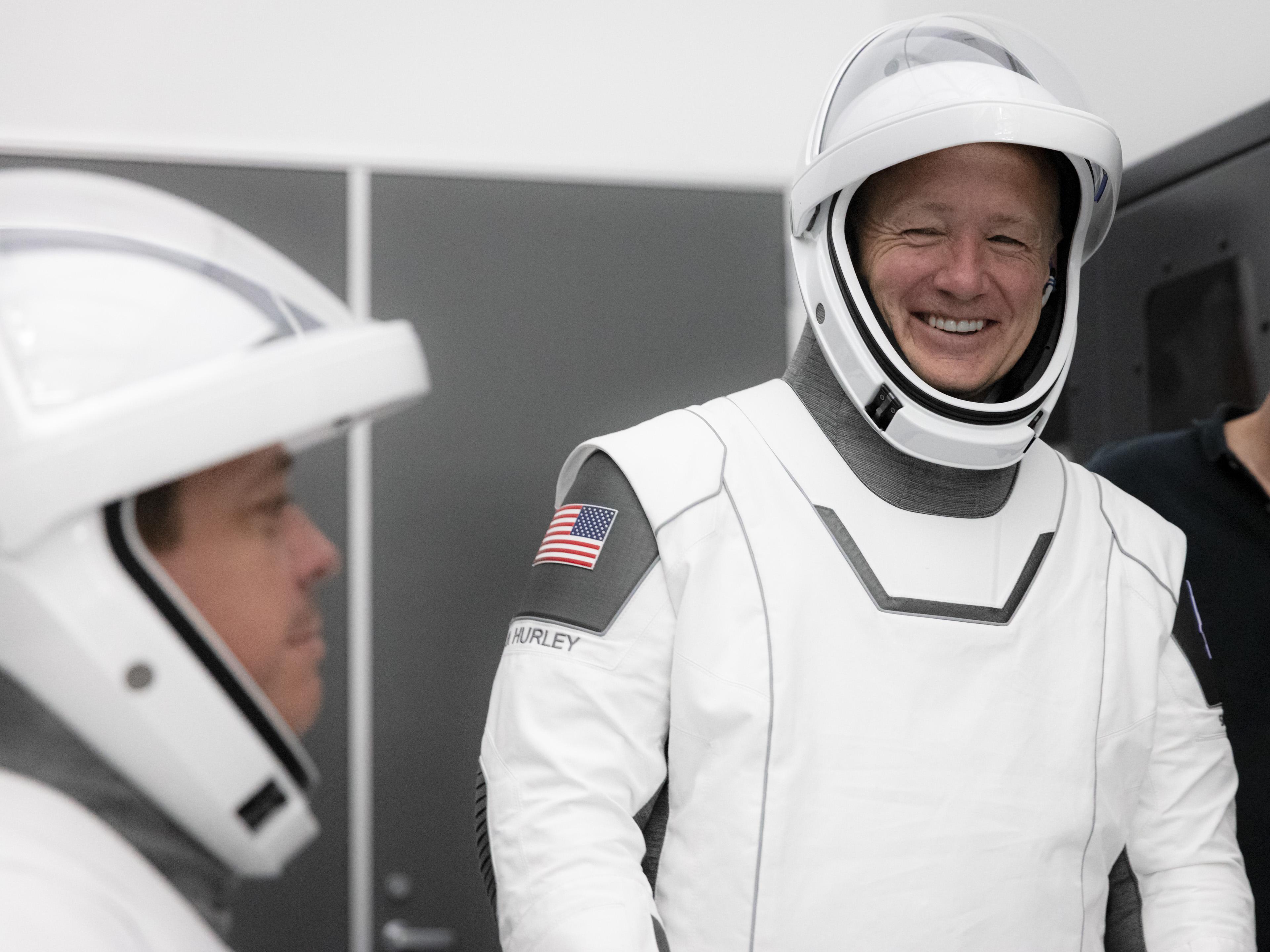Robert Behnken (po lewej) oraz Douglas Hurley podczas symulacji (Źródło: SpaceX)