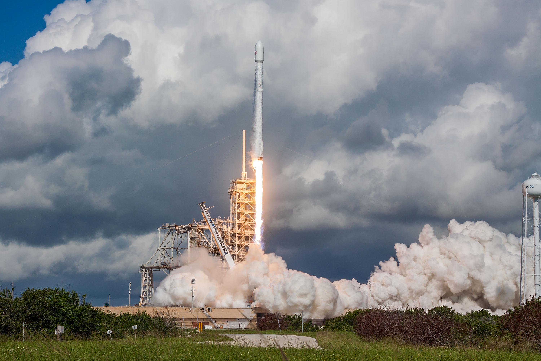 Start rakiety Falcon 9 z misją OTV-5 (Źródło: SpaceX)
