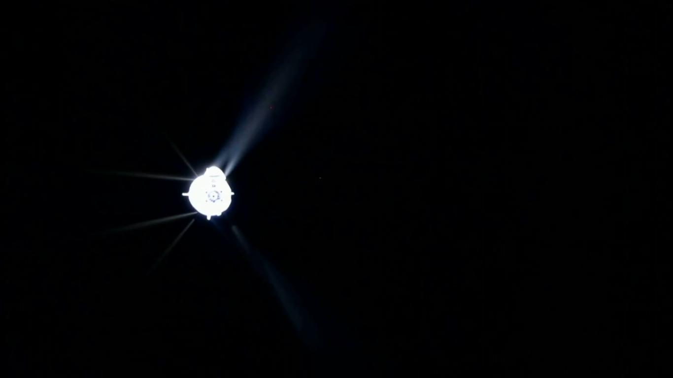 Gazy wylotowe silników manewrowych Draco statku Dragon podczas testów sterowania manualnego (Źródło: NASA)