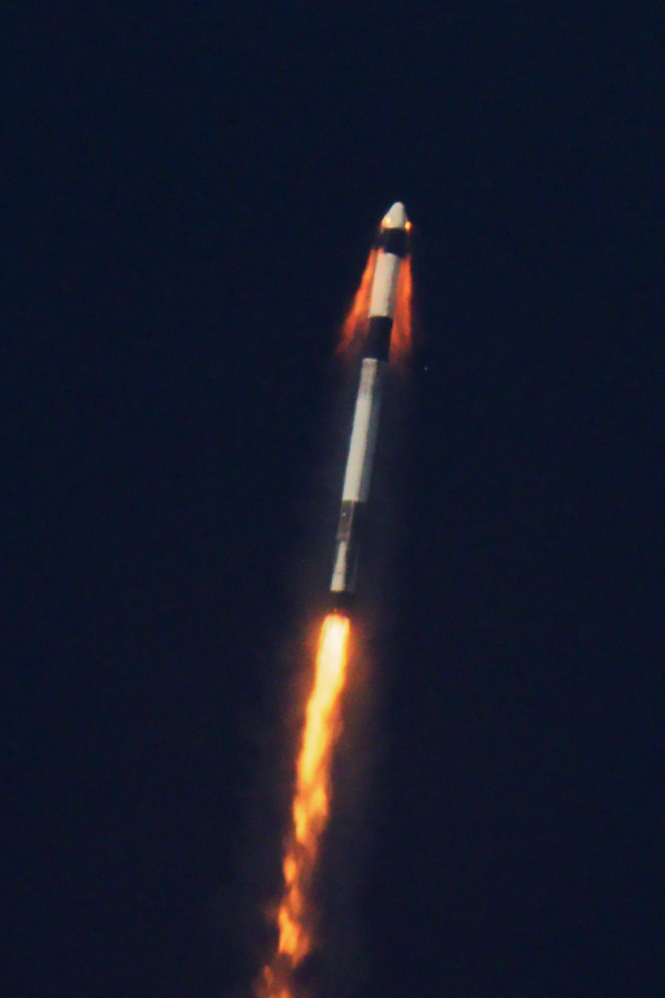 Test systemu ewakuacji statku Dragon w czasie lotu (Źródło: SpaceX)