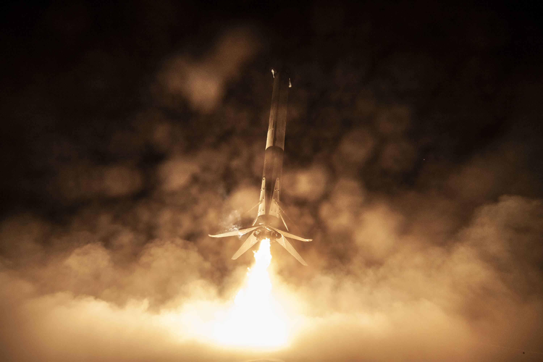 Lądowanie pierwszego stopnia rakiety Falcon 9 podczas misji Crew Demo-1 (Źródło: SpaceX)