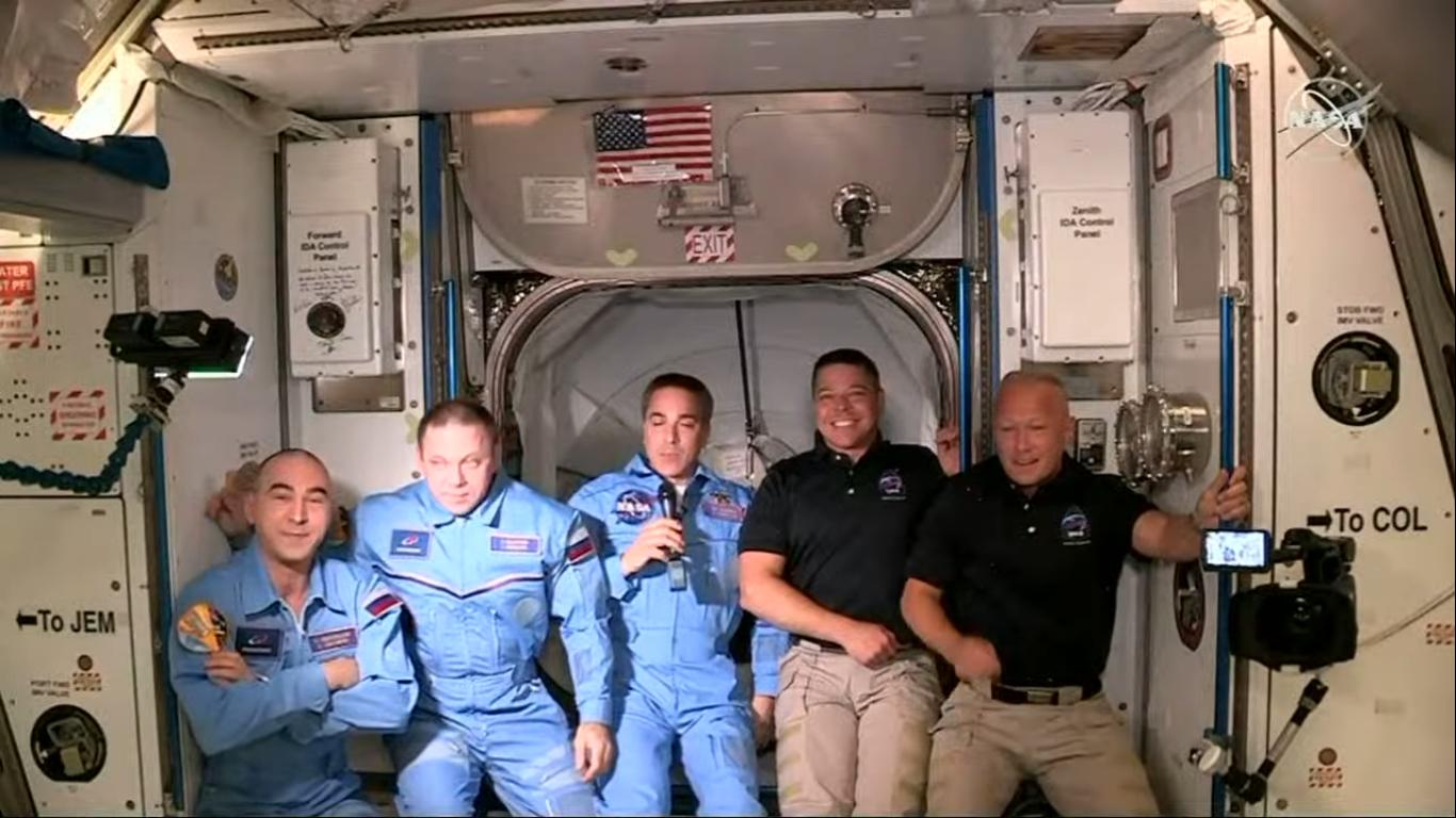 Obecna załoga ISS –od lewej: Anatolij Iwaniszyn, Iwan Wagner, Christopher Cassidy, Robert Behnken, Douglas Hurley (Źródło: NASA)