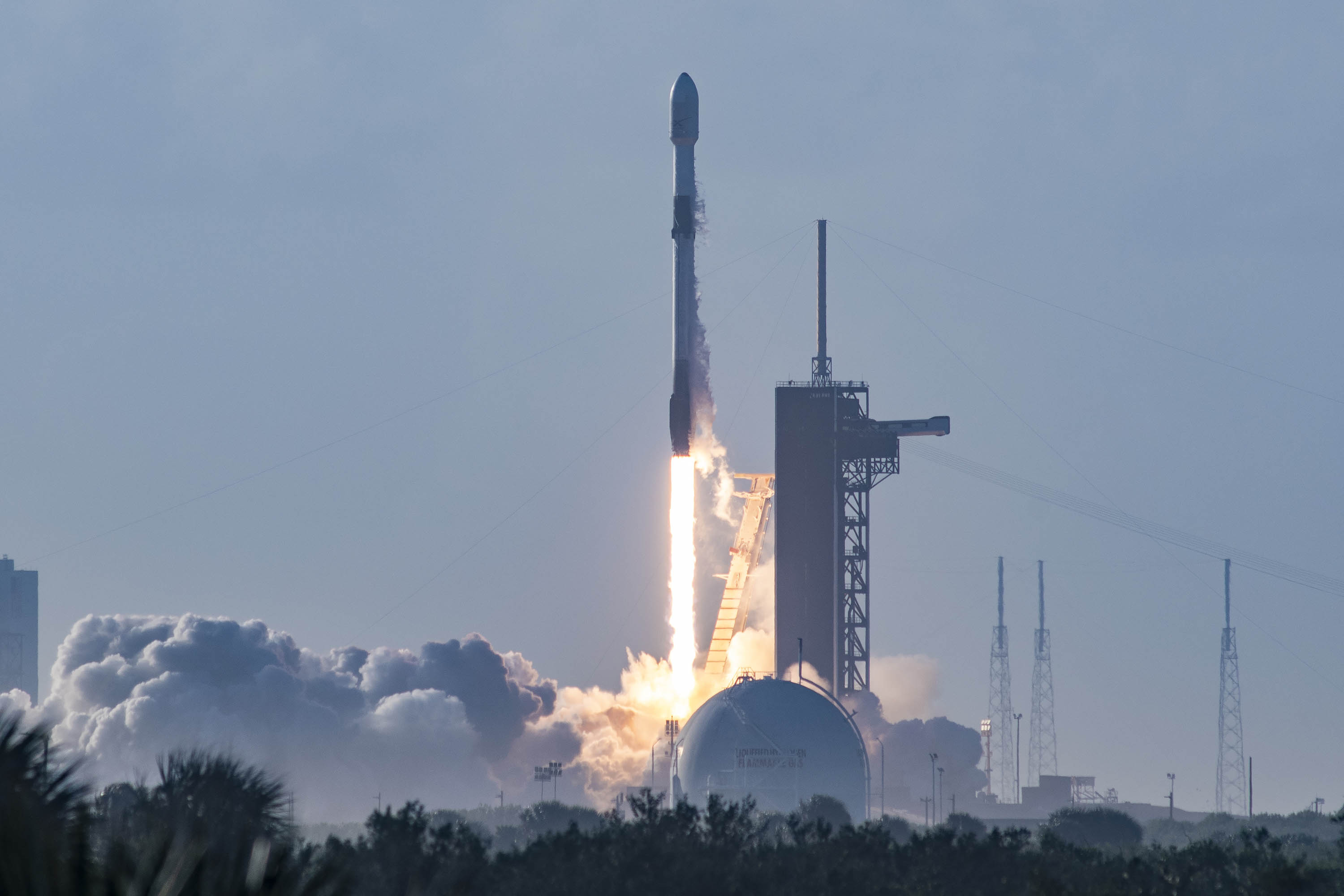 Lift off rakiety Falcon 9 wraz z satelitami Starlink